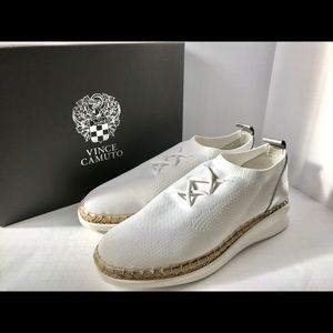 Vince Camuto white stretch walking shoes. 8